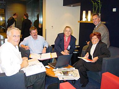 l'équipe de Bled avec Adolf Steindl en grande discussion