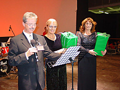 Louis Robert expresses his thanks to Umidia Nardone and Fiorella Fachechi